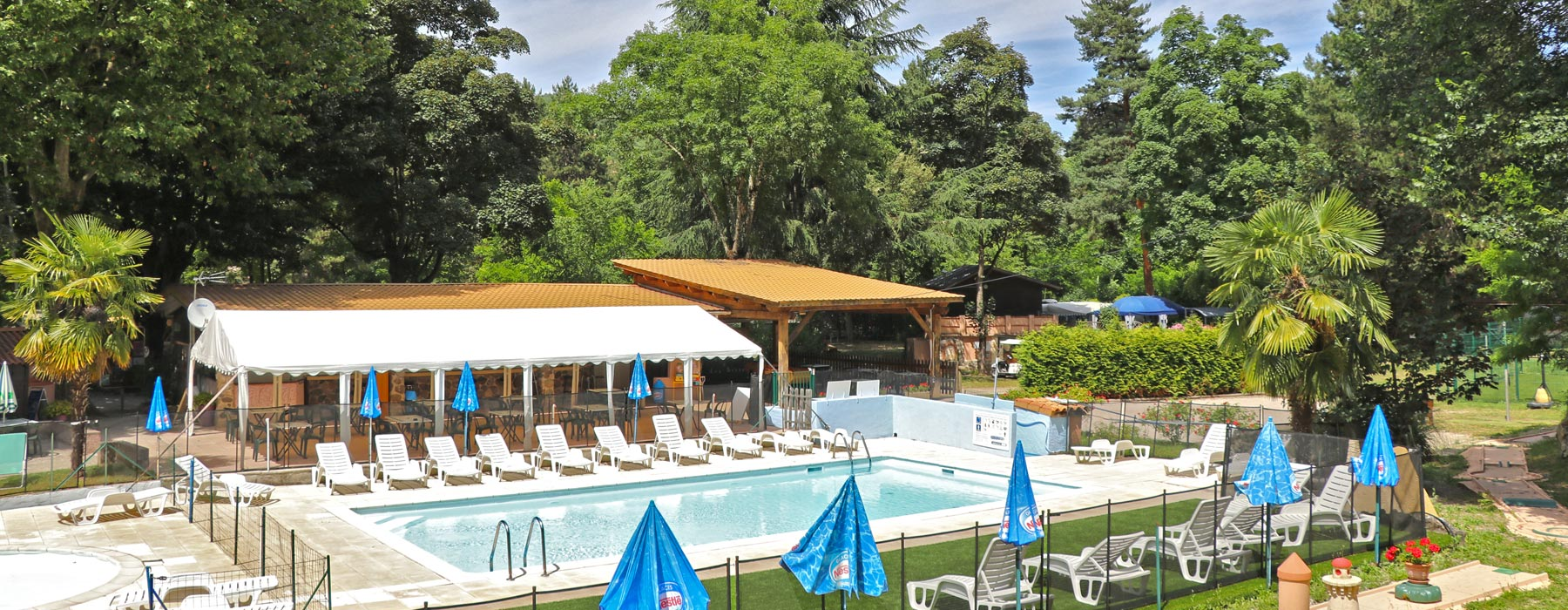 Camping dives sur mer avec piscine camping piscine for Camping evian les bains avec piscine